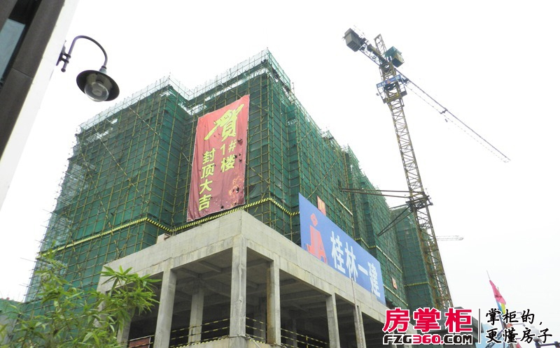 百年荟城市广场1号楼封顶(2013.10.25)