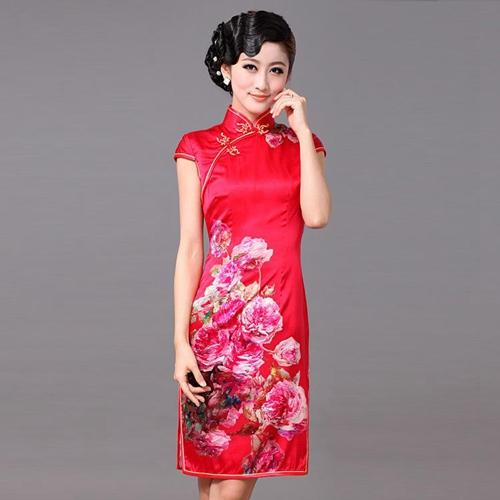 旗袍分海派和京派,代表文化和艺术上两种不同的风格